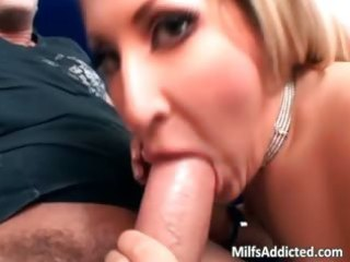 marvelous blond d like to fuck use her oral-sex