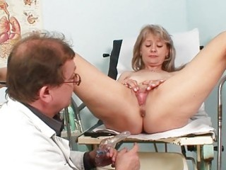 sexy golden-haired milf gets her pussy abased in