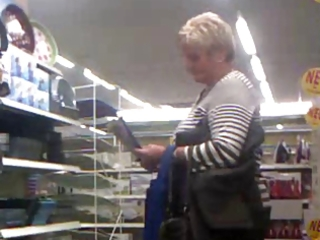 flashing a aged in store with cumshot-flostylez