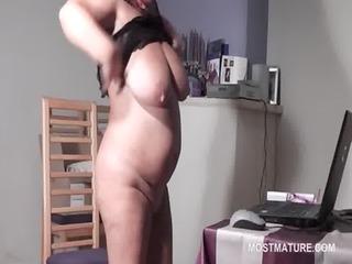 big beautiful woman mature hottie masturbating