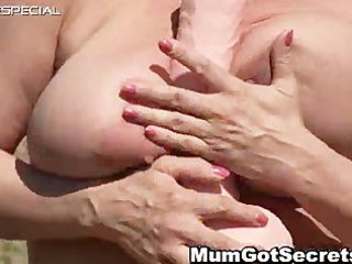 horny d like to fuck gets her curly muf screwed