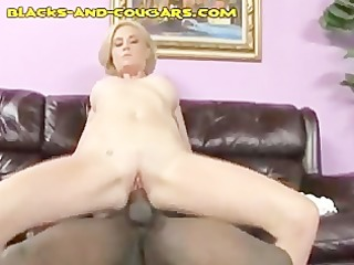 darksome facial on a blond sexy cougar