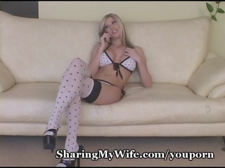 amazing golden-haired bombshell stretches pussy