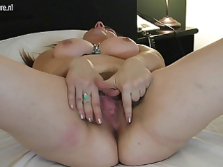 horny mature mom gets her hairy pussy soaked