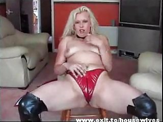 dutch mother widening awesome pussy and wazoo