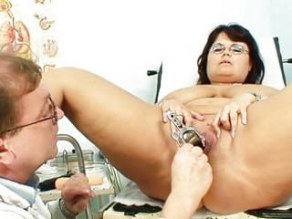 bulky brunette hair granny receives her pussy