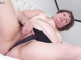 large mommy knows how to please herself